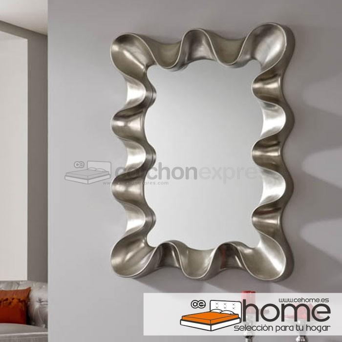 Espejo Vintage con margo de madera en plata